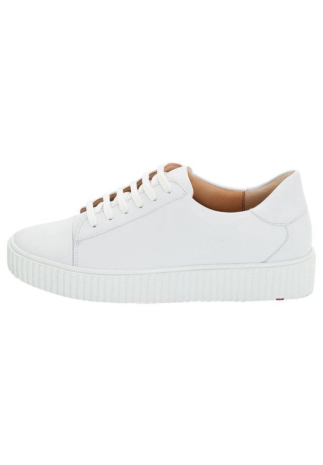 SNEAKER MIT VARIOFUSSBETT - Trainers - white