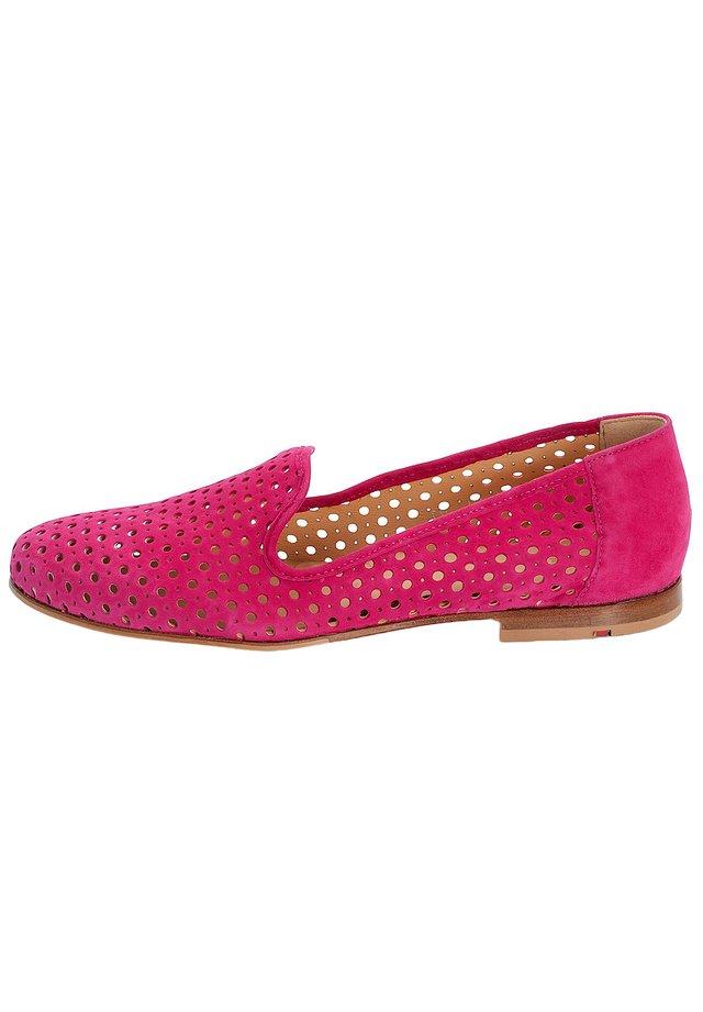 SLIPPER MIT LOCHPRÄGUNG - Ballerine - pink
