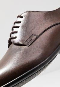 Lloyd - NIK - Klassiset nauhakengät - dark brown - 5