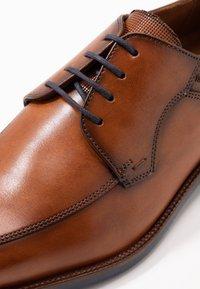 Lloyd - NADIR - Elegantní šněrovací boty - brandy - 5