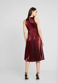 Little Mistress - MIDI SHINECLOTH - Cocktailjurk - red - 3