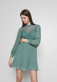 Little Mistress - MINI CROCHET - Košilové šaty - nile blue - 0