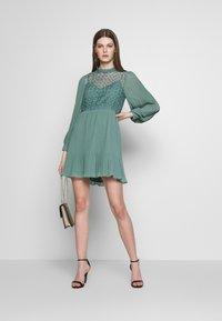 Little Mistress - MINI CROCHET - Košilové šaty - nile blue - 1