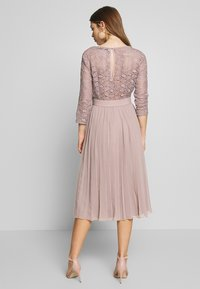 Little Mistress - MIDI CROCHET PLEATED - Vestito elegante - oyster - 2
