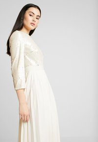 Little Mistress - SEQUIN PLEATED HEM - Juhlamekko - cream - 4
