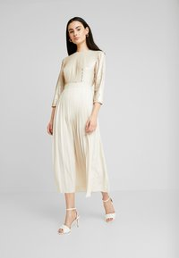 Little Mistress - SEQUIN PLEATED HEM - Juhlamekko - cream - 2