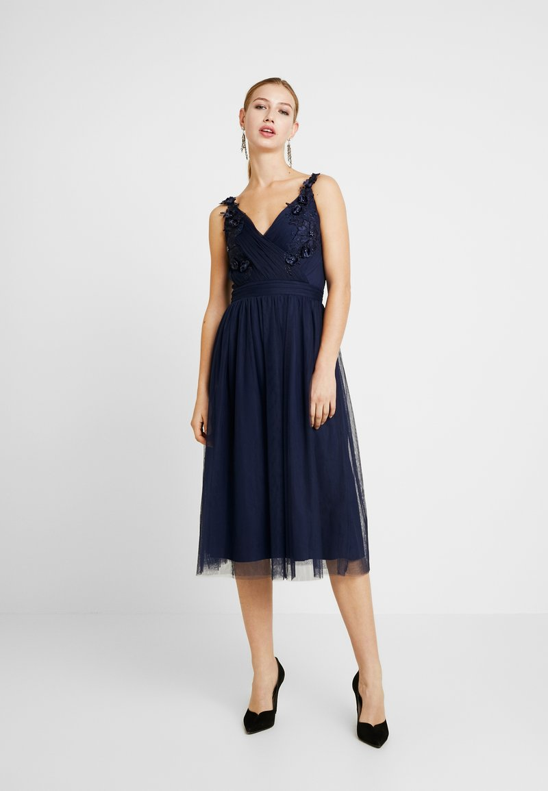 Little Mistress - A ROSETTE MIDI PROM DRESS WITH FLORAL AND FAU - Cocktailjurk - navy