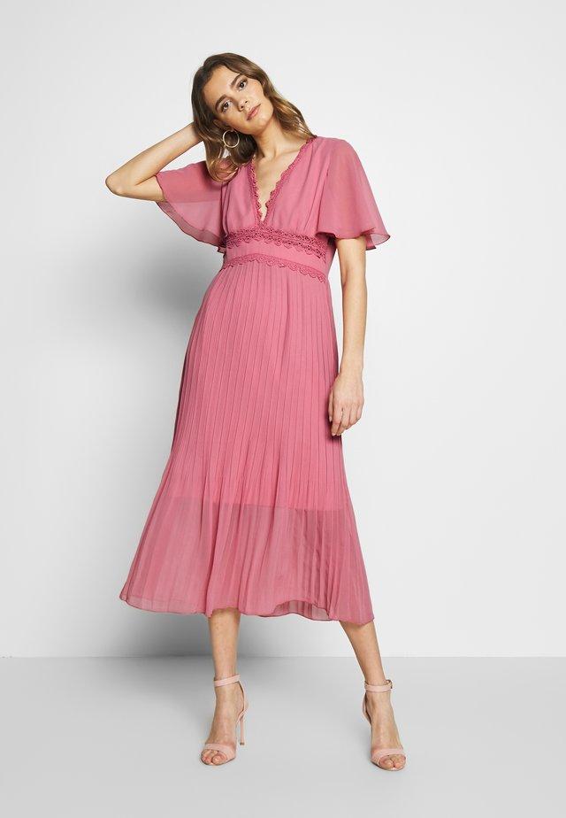 Koktejlové šaty/ šaty na párty - desert rose