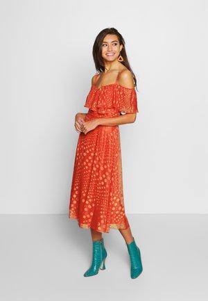 Vestito elegante - salsa