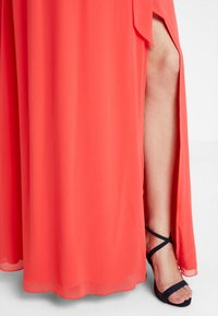 Little Mistress - EXCLUSIVE V NECK MATERNITY MAXI DRESS - Vestido de fiesta - coral - 3