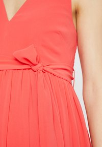 Little Mistress - EXCLUSIVE V NECK MATERNITY MAXI DRESS - Vestido de fiesta - coral - 5