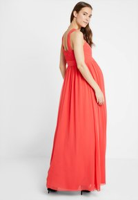 Little Mistress - EXCLUSIVE V NECK MATERNITY MAXI DRESS - Vestido de fiesta - coral - 2