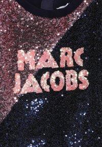 Little Marc Jacobs - Koktejlové šaty/ šaty na párty - dark blue/light pink - 4