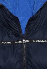 Little Marc Jacobs - UMKEHRBAR - Veste d'hiver - marine/hellblau - 5