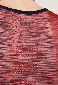 LNDR - SPACE CROP - Funktionstrøjer - pink - 5