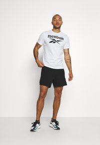 LNDR - RUN SHORT - Korte sportsbukser - black - 1