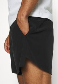 LNDR - RUN SHORT - Korte sportsbukser - black - 3