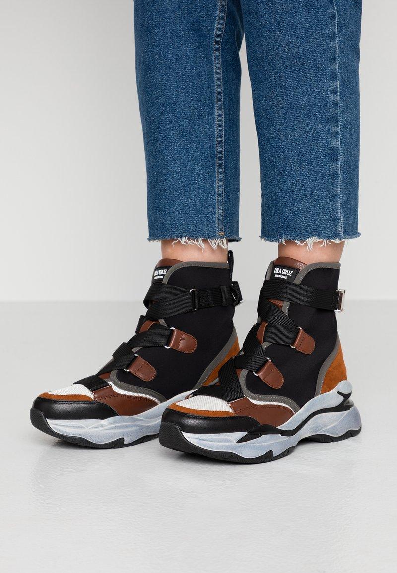 Lola Cruz - Sneakers alte - black