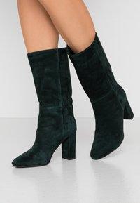 Lola Cruz - Vysoká obuv - verde - 0