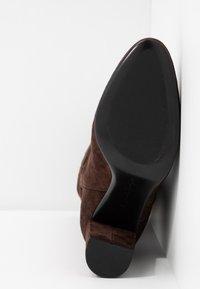 Lola Cruz - Vysoká obuv - marron - 6