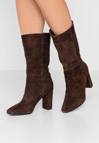 Lola Cruz - Vysoká obuv - marron - 0