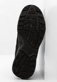 Lowa - SIRKOS GTX - Hiking shoes - schwarz/rose - 4