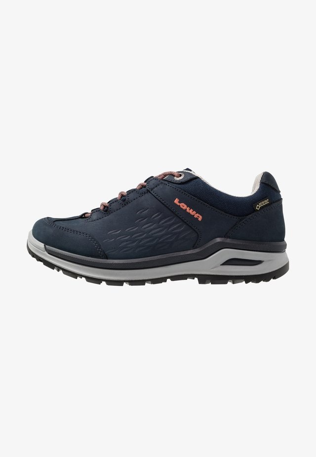 LOCARNO GTX LO  - Hiking shoes - navy/mandarine