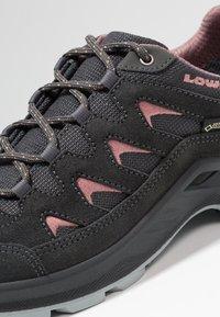 Lowa - LEVANTE GTX - Hiking shoes - anthrazit/rosé - 5