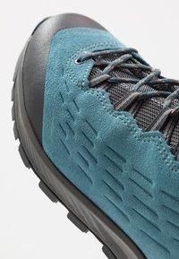 Lowa - EXPLORER GTX MID - Hiking shoes - aquamarin/koralle - 5
