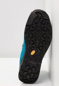 Lowa - BADIA GTX - Hiking shoes - türkis/mandarine - 4