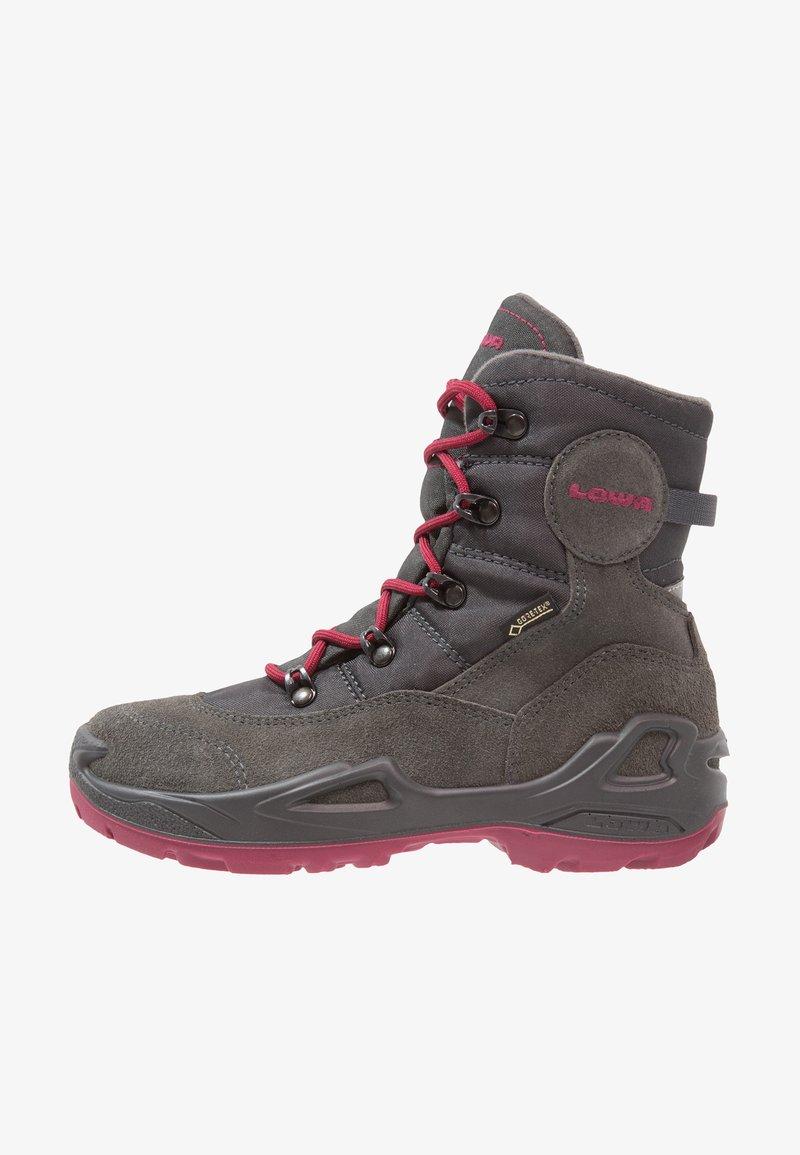 Lowa - RUFUS III GTX - Hiking shoes - anthrazit/beere