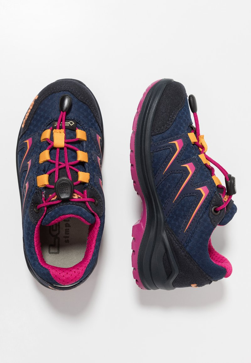 Lowa - MADDOX GTX® LO JUNIOR - Hiking shoes - navy/fuchsia