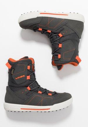 RAIK GTX - Snowboots  - anthrazit/orange