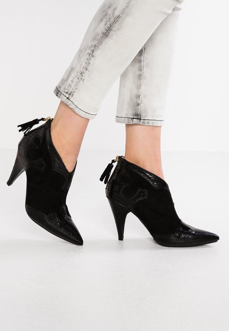 Lodi - SERRAO - High heeled ankle boots - bomet nero/nero