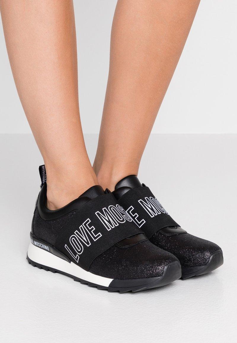 Love Moschino - Scarpe senza lacci - black