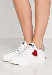 Love Moschino - Joggesko - white - 0