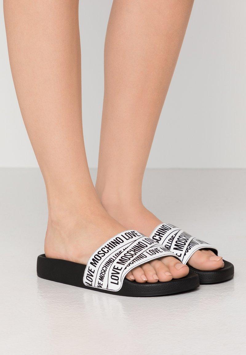 Love Moschino - Pantofle - white