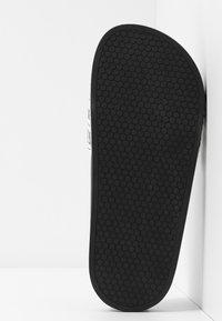 Love Moschino - Pantofle - white - 6