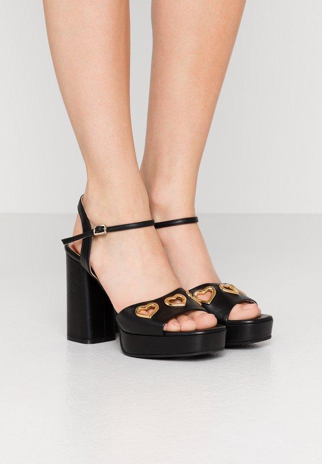 Sandały na obcasie - nero