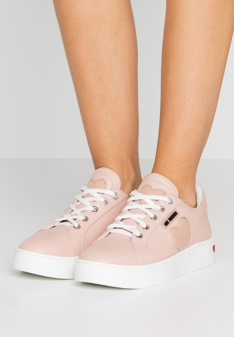 Love Moschino - Sneakers laag - powder