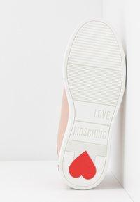 Love Moschino - Matalavartiset tennarit - powder - 6
