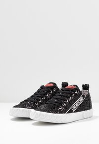 Love Moschino - Sneakersy niskie - nero - 4