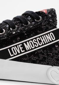 Love Moschino - Sneakersy niskie - nero - 2