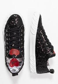 Love Moschino - Sneakersy niskie - nero - 3