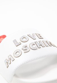 Love Moschino - EXCLUSIVE TIE DYE POOL SLIDE - Pantofle - bianco - 2