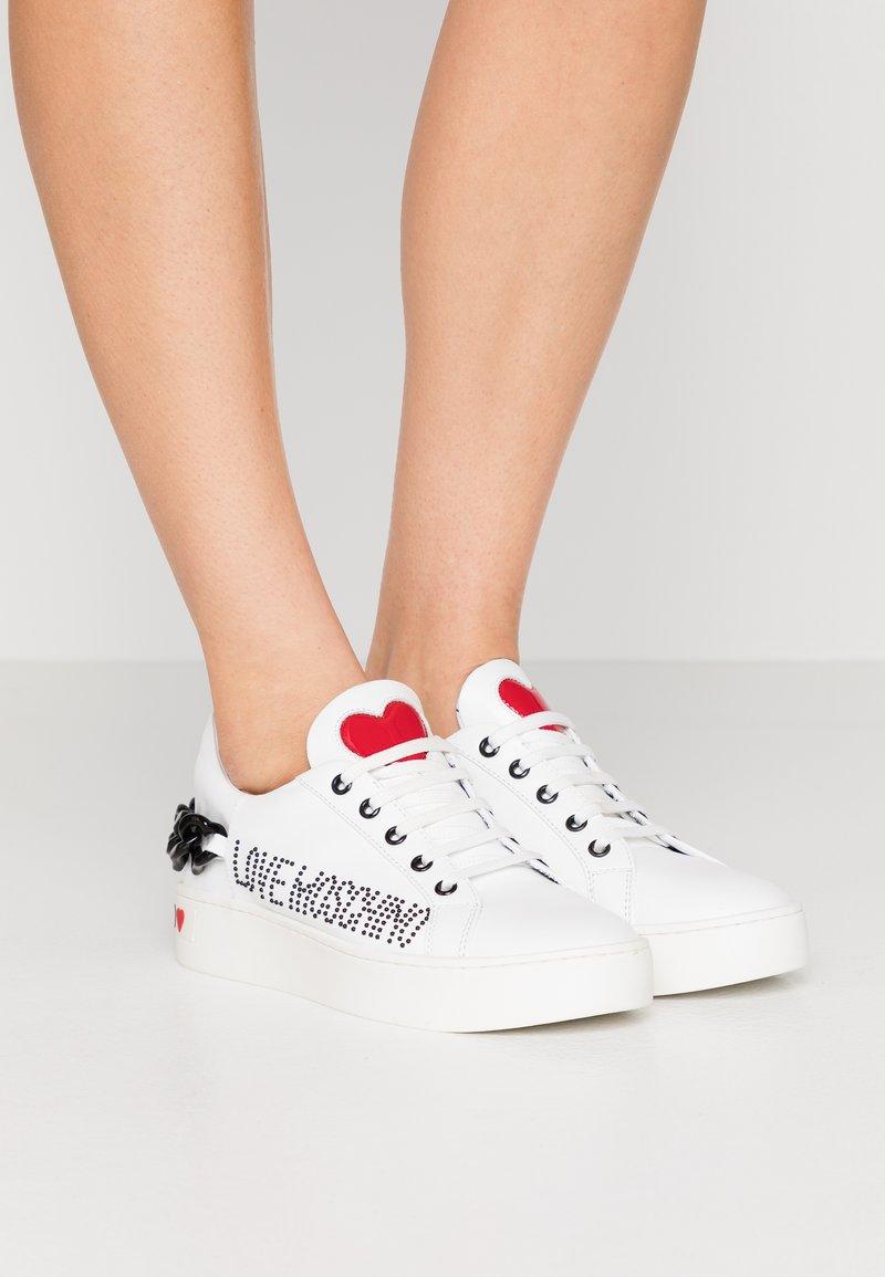 Love Moschino - Tenisky - white