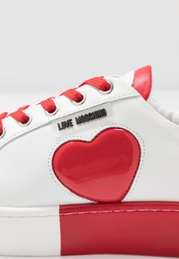 Love Moschino - Sneakers laag - bianco/rosso - 2