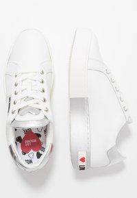 Love Moschino - Matalavartiset tennarit - white - 3
