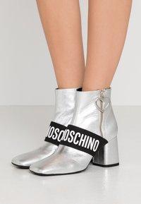 Love Moschino - Korte laarzen - silver - 0