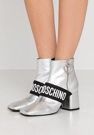 Kotníková obuv - silver